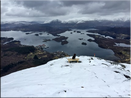 Apr 15 2016: Fresh snow on Øyrahornet (417m)