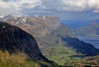 Dalsfjorden peaks