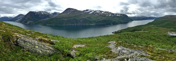Tosenfjord panorama from Fagerlitinden