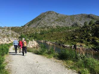 On the gravel road along Kløvosen