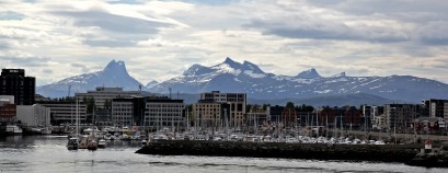Børvasstinden range beyond Bodø
