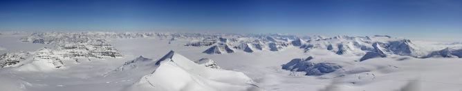 Gunnbjørn Fjeld summit view (1/2)