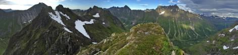Midtre Raudfonndalstind summit view (2/2)