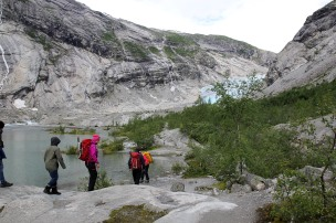 1km up to the glacier