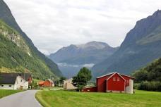 Kårdalstindane seen from Skjåstaddalen