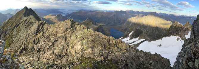 The ridge towards the west top