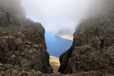 In the saddle between Kúvingafjall and Middagsfjall
