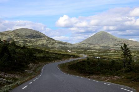 Søre Bølhøgda and Muen seen from the road across Venabygdsfjellet
