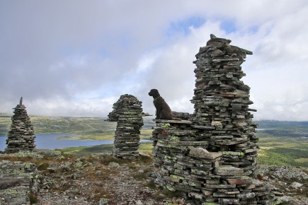 A grand cairn on Dynjefjellet