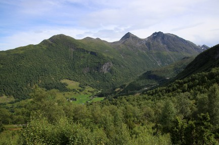 View across Høydalsdalen