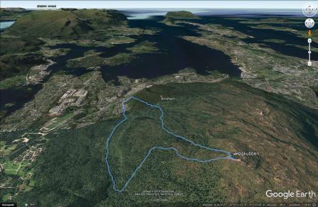 The hike across Høgkubben