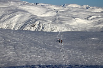 Skiers, coming in from all directions