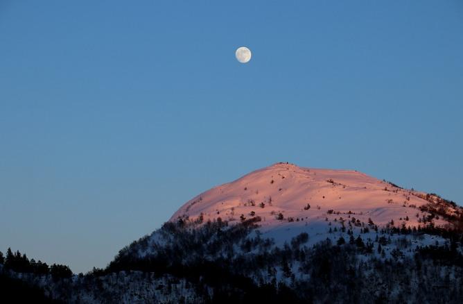 Moon above Verahornet