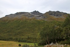 Klovtindane seen from the trailhead