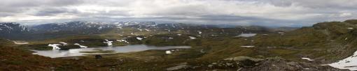 Lake Svartavatnet and the mountain road