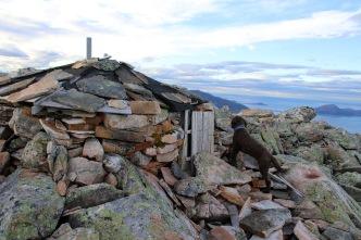 Stone shelter on Hellandshornet