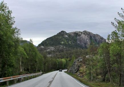 Tjofjell ahead