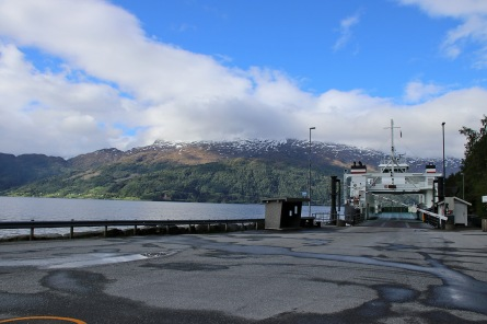 Stårheim. Waiting for the ferry to Isane