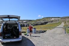 Trailhead near lake Flotvatnet