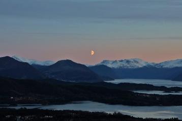 The moon (1)