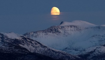 Moon above Auskjeret (1)