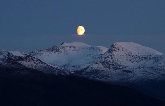 Moon above Auskjeret (2)