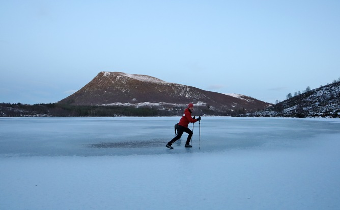 On lake Fjellsvatnet